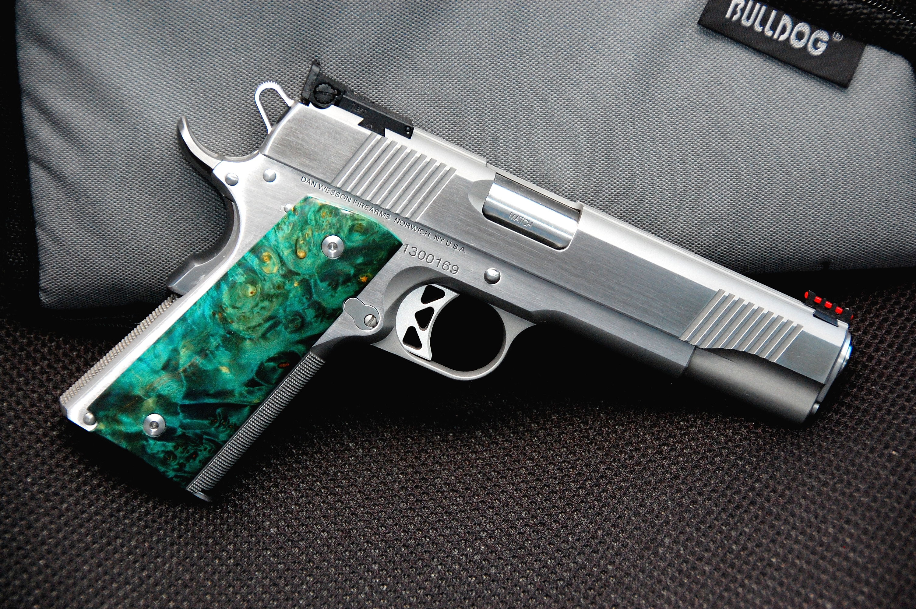 Dan-Wesson-PM9-Green-Grips.jpg