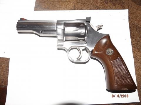 Dan-Wesson-M-715.JPG
